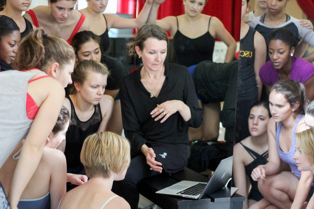 Fiona Lummis teaches Kylián's repertory
