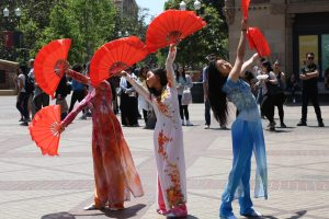 USC Vietnamese Student Association performs at Dance on! Week