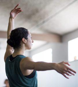 Dancer trains in Hubbard Street Dance Chicago's intensive program | Photo by Todd Rosenberg Photography