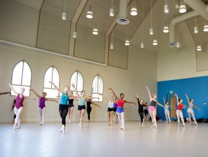BFA Students in Pointe Class. Photo by Carolyn DiLoreto.