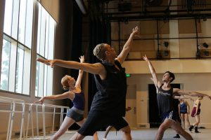 """Dwight Rhoden rehearses """"Hissy Fits"""" with USC Kaufman BFA students 