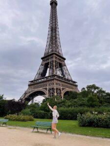 Lauren Brophy posing in front of the Eiffel Tower